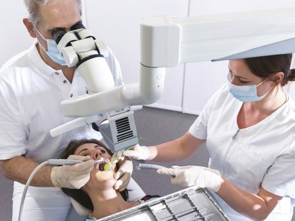 Leica M320 - použití ve stomatologii
